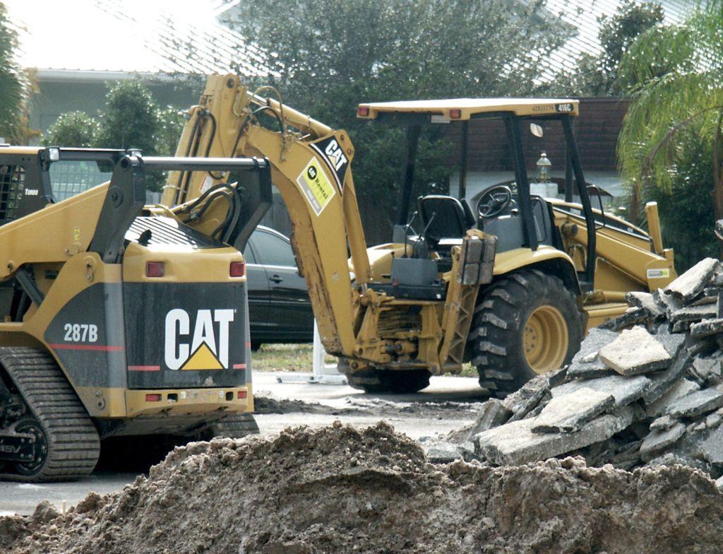 2 yellow CAT diggers